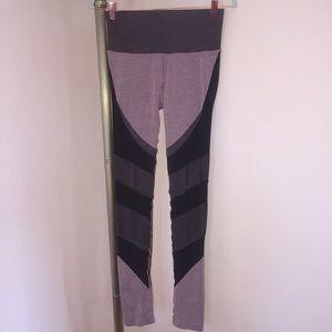 ALO Mauve/Black Ribbed Knit High-Waist Leggings M
